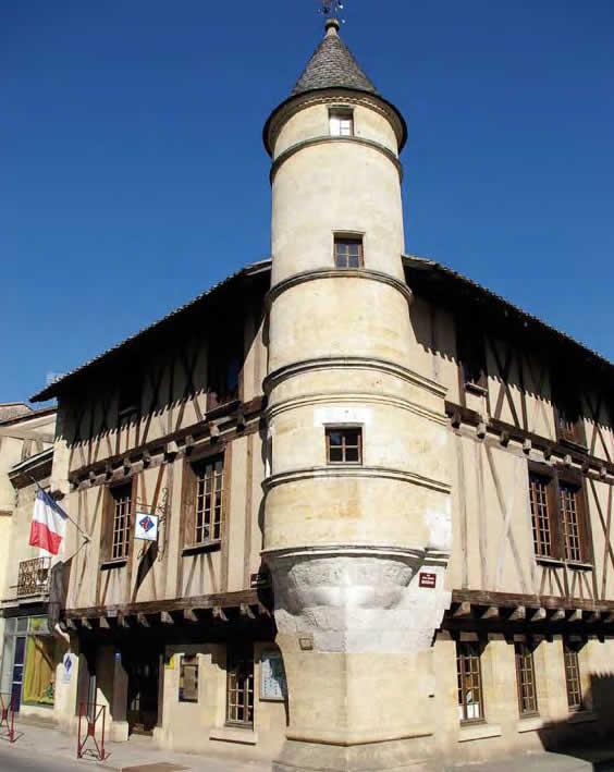 Maison à tourelle d'angle, 102 rue de la République – Sainte-Foy-la-Grande