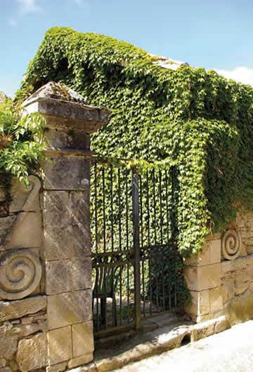 Portail ancien, rue du poète Jean Montmoreau – Pellegrue