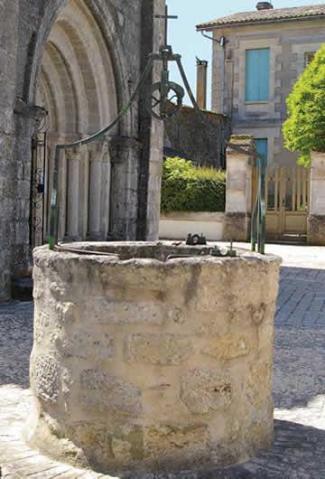 Puits, place de l'église – Pellegrue