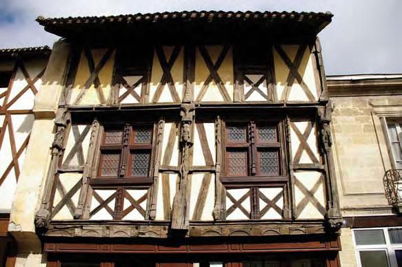 Maison à pan de bois sculptés, 102 rue de la République-Sainte-Foy-la-Grande